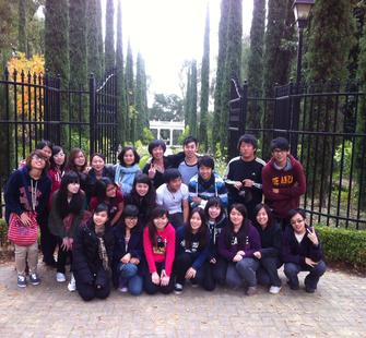 Volunteers from De Anza College had a work day in the Italianate Garden!